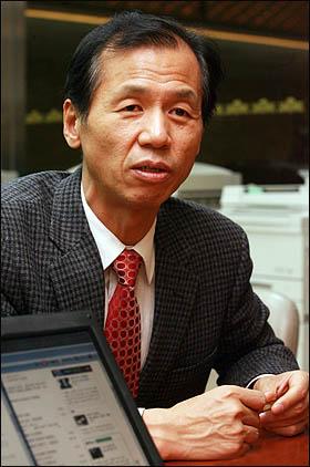 최근 국회 본회의장 농성 상황을 블로그로 중계해 주목을 받았던 최문순 민주당 의원.