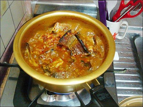 명태조림 명태조림은 따스한 김이 모락모락 피어오를 때 따끈한 밥과 함께 먹는 것이 가장 맛이 좋다