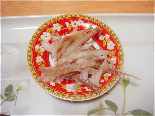 명태조림 막걸리와 함께 고추장에 포옥 찍어 먹는 쫀득한 명태살은 먹어도 먹어도 자꾸만 입이 당겼다