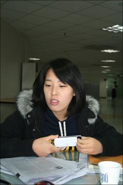 """""""나는 할 수 있다!"""" 언론사 입사 준비를 하고 있다는 취업준비생 김은주 씨."""
