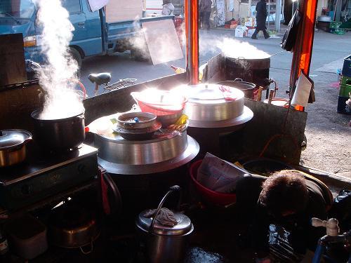 팔팔 끓고 있는 수구레국밥 하루에도 몇 솥을 끓여내는지 모를만큼 손님이 많은 베트남 며느리집 수구레국밥