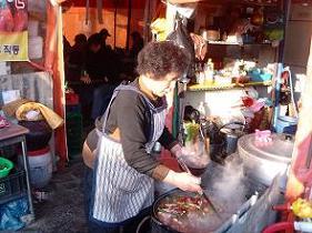 토렴 수구레국밥의 비결은 토렴에 있다고 한다.
