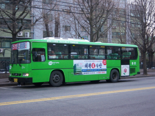 인천 511번 버스 인하대후문에서 출발해 정석공고, 용남파출소, 용일4, 인천기계공고, 제일시장, 인천교보빌딩 등을 거쳐 주안역까지 닿는 편도 4km의 511번 지선버스. 511번 버스노선을 자주 타는 인하대학교 학생들은, '노선이 매물로 나오면 대부업체 돈을 빌려서라도 산다'라고 말할 정도로, 511번은 전국적으로도 높은 운송수입금을 나타내는 것으로 알려졌다. 용현운수는, '남구1번 마을버스(현 511번 지선버스)'로 사업을 시작해, 현재 간선버스노선 8개(5-1, 20, 21, 21-1, 27, 38, 754, 754-1)와 지선버스노선 2개(511, 512)를 운영하는 인천 최대의 버스회사로 성장하였다. 인천광역시가 제시한 준공영제 안에 반대하는 대표적 버스회사이다.