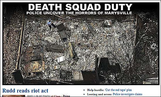 산불 잔해에서 시신을 찾는 경찰을 보도한 <시드니모닝헤럴드>