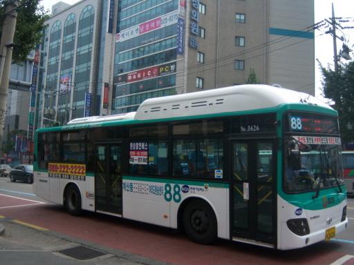 부천 88번 버스 인천 부평역에서 촬영한 부천 88번 버스. 인천 버스노선이 수도권통합요금제의 적용을 받지 않으면서, 인천에서는 2007년 7월의 경기버스의 수도권통합요금제 편입 이후 '경기도 면서 버스 골라타기'가 성행했다.