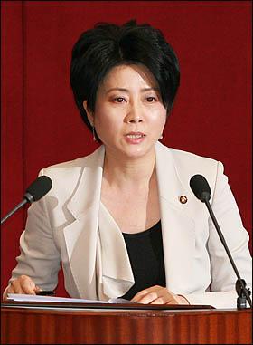 정옥임 한나라당 의원이 16일 국회 외교·통일·안보에 관한 대정부질문에서 질의하고 있다.