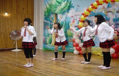 학예회 공연 부곡초등학교 6학년 여학생들의 학예회 공연 모습입니다.