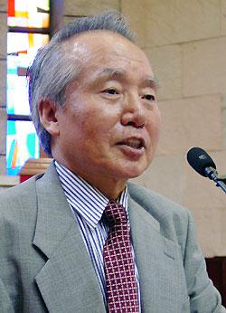 1994년 문익환 목사의 방북을 지지하는 설교를 하고 그의 죽음을 애도하는 칼럼을 썼던 안동교회 유경재 현 원로목사.
