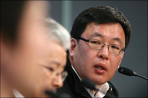 19일 오후 서울 상암동 <오마이뉴스> 스튜디오에서 열린 참여연대 사법감시센터 주최 '이야기 한마당 - MB 검찰 1년을 말한다'<오마이TV 생중계>에 참석한 오창익 인권실천시민연대 사무국장.