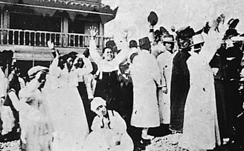 1919. 3.1 종로에서 만세운동에 참여하는 군중들 (사진출처:서문당) * 당신은, 우리는 저 자리에 함께 할 수 있겠는가?
