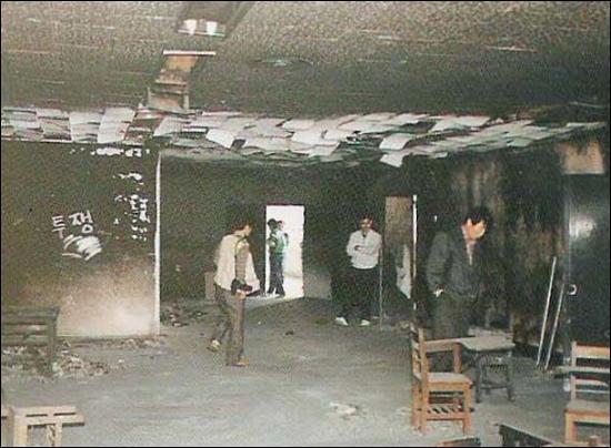 1989년 5월3일 화재가 발생한 동의대 7층 도서관의 모습. 사건 발생 20년이 지났지만, 화재원인이 아직도 규명되지 않았다.