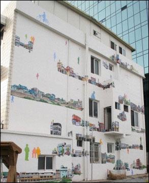 천태만상 벽화 '시끌벅적 기존 도심'이란 제목이 붙은 벽화