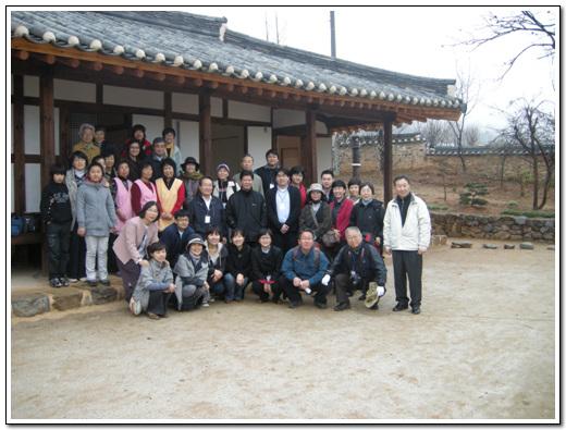 기념촬영 도래마을 옛집 개소식에 참석한 사람들이 기념촬영을 했다.