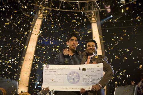 퀴즈쇼에서 2천 루피의 상금을 획득한 자말