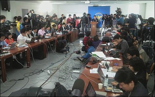 24일 오전 10시 30분 분당경찰서는 고 장자연씨 사건의 중간수사 결과를 발표했다. (#5505 엄지뉴스로 7245님이 보낸 사진입니다)