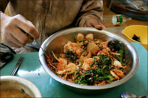 농부네 시골밥상의 나물비빔밥은 아삭한 식감이 잘 살아있을뿐더러 부드러운 감칠맛도 아주 그만이다.