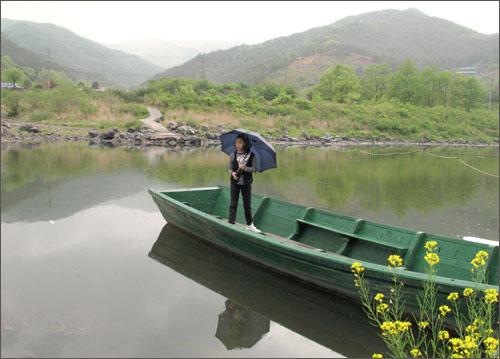 섬진강 호곡나룻터에서 만난 줄배. 옛날 강변마을 주민들의 유일한 교통수단이었다.