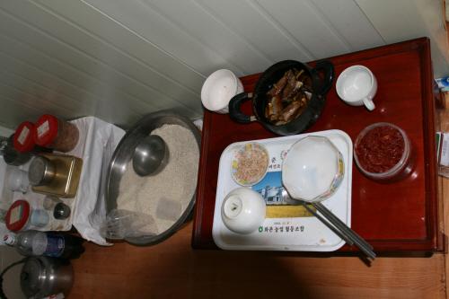 홍승준 어른이 혼자 드시는 밥상 혼자 생활해야 하는 팔순 노인의 주방 모습