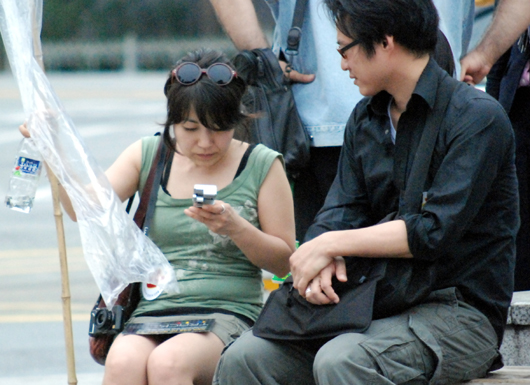 유럽에서 온 한국인 해외입양인. 이날 행사장에는 20여명의 해외입양인이 참여해 몸과 마음으로 행사취지를 전파했다.