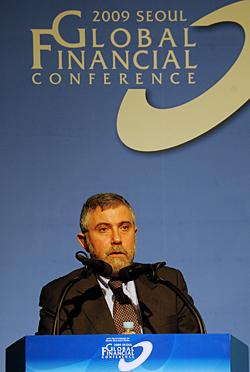 19일 하얏트호텔에서 열린 세계 경제금융 컨퍼런스에서 폴 크루그먼 프린스턴대 교수가 주제발표를 하고 있다.