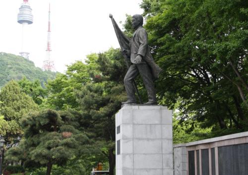 안중근 의사 동상/ 남산 서편 백범 광장 위쪽.남산도서관 옆