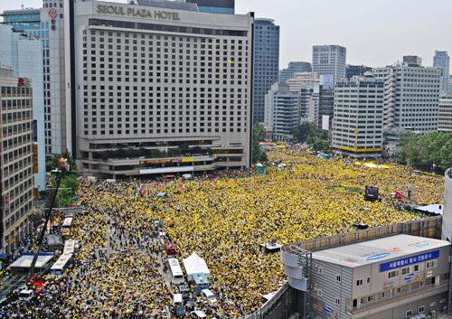 5월 29일 영결식후 노제가 열리고 있는 시청앞광장