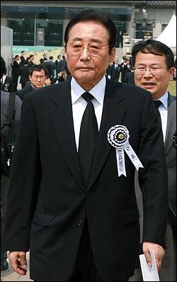 고건 전 총리가 29일 오전 경복궁에서 열리는 고 노무현 전 대통령 국민장 영결식에 참석하고 있다.