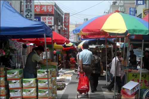대전 도심 속 열리는 유성 5일장의 모습이 이채롭다.