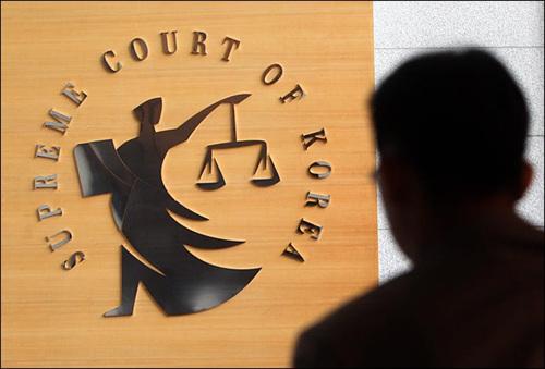 대법원은 사실상 동일한 내용을 갖는 에버랜드 및 SDS 두 사건 모두에서 유죄든 무죄든 어느 한 방향으로 '정치적' 선택을 했었어야만 했다.