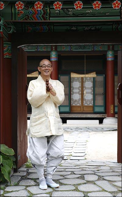 서울 삼성동 봉은사 주지 명진 스님.