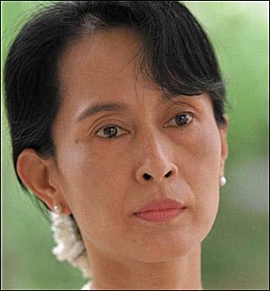 아웅 산 수치 여사 버마 민주화운동을 이끌던 아웅 산 수치 여사는 감옥에서 64번째 생일을 맞게 되었다.