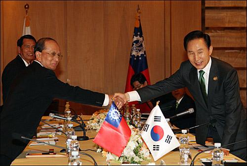 한-버마 정상회담 2009년 6월 2일 제주에서 떼인 세인 버마 총리와 이명박 대통령이 정상회담을 했다.