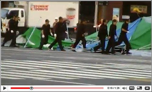 노무현 빈소를 피습중인 애국기동단 지난 24일 노무현 빈소를 피습하고 있는 검은 복장의 애국기동단