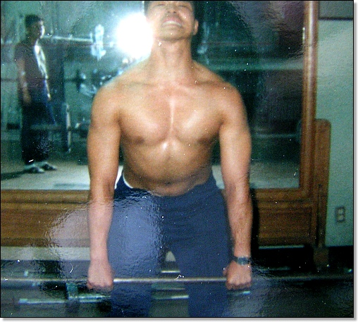 1990년 군대에서 몸을 만들던 시절입니다. 제법 몸짱의 포스가 느껴지네요.