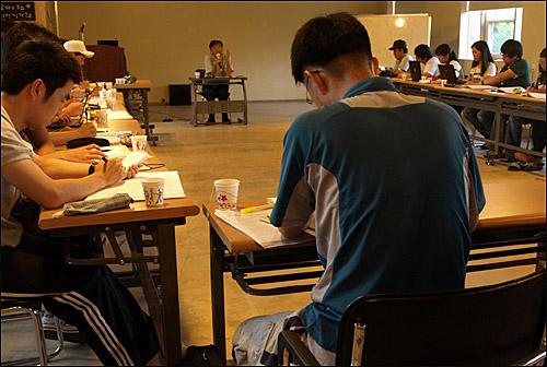 오연호의 기자만들기 공동인터뷰 수업중