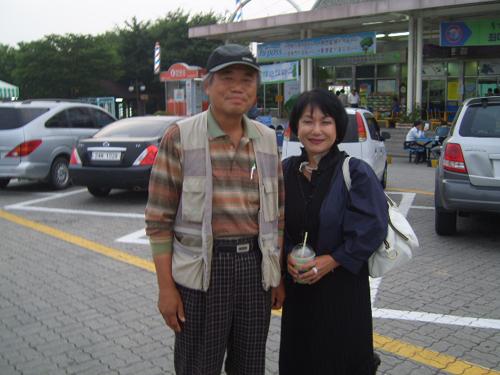 김정란 교수와 함께 2001년 나로 하여금 '안티조선' 운동에 동참케 한 김정란 시인(상지대 교수)도 오랜만에 만날 수 있었다. 문우이자 동지로 같은 '눈물'을 공유하는 사람과 오랜만에 만나는 것은 정말 반가운 일이다.
