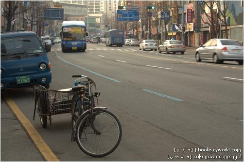 수레를 붙인 짐자전거. 이런 자전거가 바로 '생활자전거'입니다.