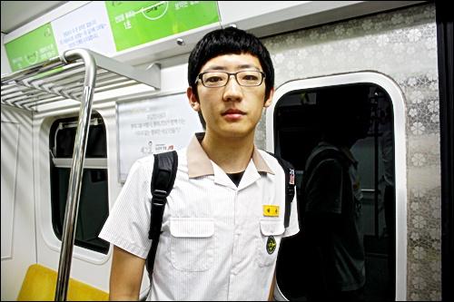 """마포고 허웅(18) 군 """"지하철 타고 십분, 버스타도 십분. 아무거나 골라탈겁니다"""""""