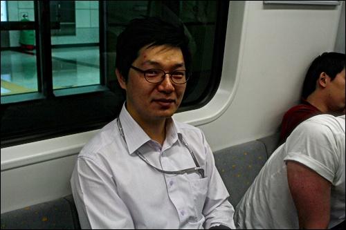 """여의도로 출근하는 양진훈(33) 씨 """"이제 아침마다 영어학원 새벽반 들을 겁니다"""""""