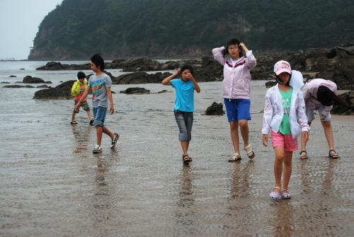 바다로 간 아이들 조개골 해수욕장에 나가 바다와 만나서 놀았다.
