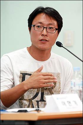 이성규 태터앤미디어 미디어팀장이 31일 오마이뉴스가 주최한 세계시민기자포럼에서 '미디어의 진화는 민주주의에 기여하는가'를 주제로 발제하고 있다.