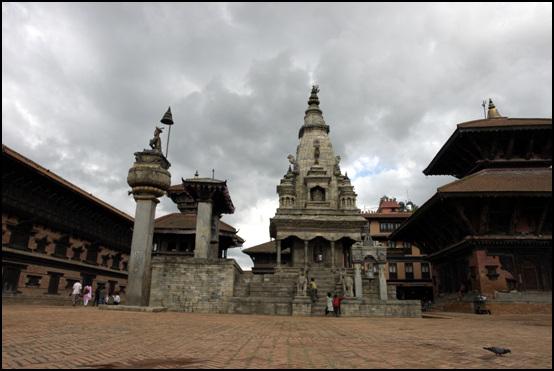 박타하르왕궁 유네스코 지정 세계문화유산인 박타하르 왕궁은 네팔 최초로 통일국가를 세운 네하르족의 말라왕조 왕궁으로 1500년 정도 된다.