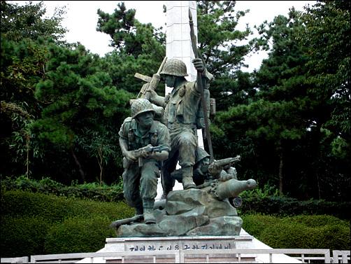 재일학도의용군 참전기념비