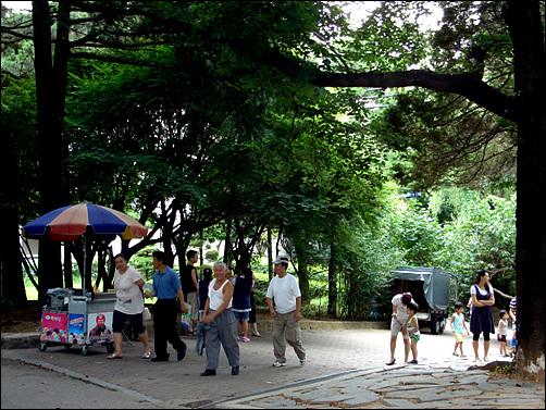 인근 주민들의 쉼터가 되어주는 수봉공원