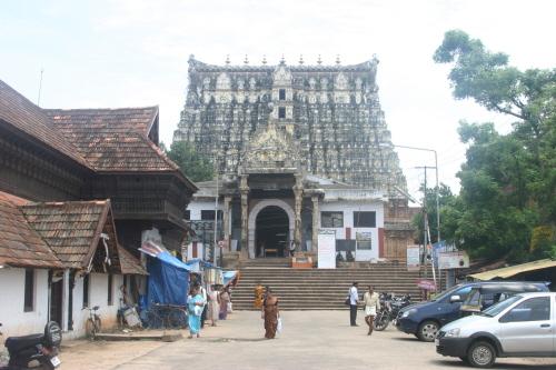 트리밴드럼의 상징 스리 빠드마나바스와미 사원 힌두교의 대표신 중 하나인 비슈누를 모시는 사원