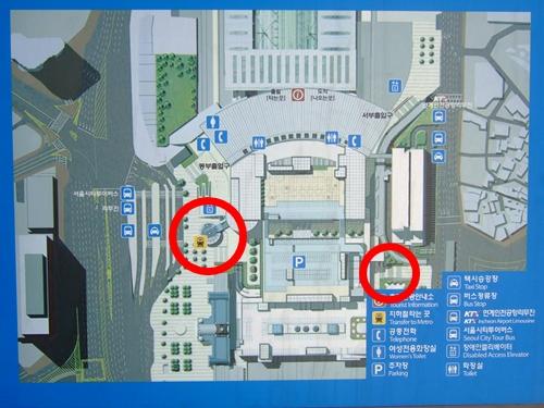 서울역의 두 전철역, 왼쪽이 1-4호선 지하서울역, 오른쪽이 경의선 서울역