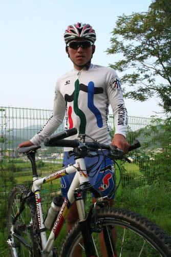 산악자전거 유망주로 기대를 모으고 있는 목천고 사이클부 김지훈 군.