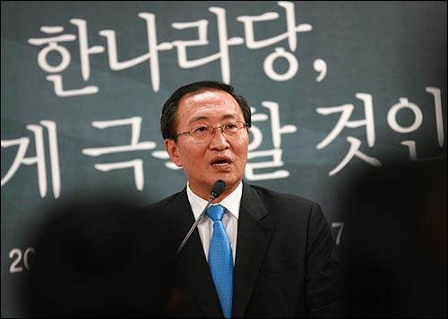 노회찬 진보신당 대표가 23일 저녁 서울 상암동 오마이뉴스 대회의실에서 열린 <오마이뉴스 10만인클럽 특강>에서 '한나라당, 어떻게 극복할 것인가 '를 주제로 강의하고 있다.