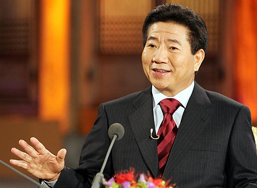 MBC <100분 토론>에 출연한 고 노무현 전 대통령. 자주국방과 전시작통권 환수 문제에 대한 견해를 밝혔다.