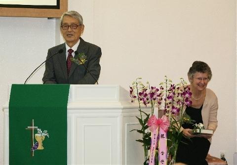 아내에게 자서전<떠돌이 목자의 노래>를 바친 후 문동환 목사는 자서전 <떠돌이 목자의 노래>를 52년동안 함께 해 준 아내 문혜림 여사에게 바쳤다.
